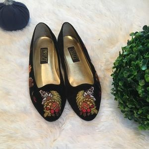 Vintage Thanksgiving themed embroidered flats